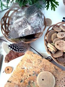 Materialien für unseren Workshop Steinzeitamulett.